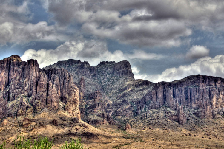 legend-superstition-mountains